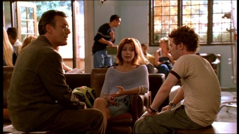 Anthony Head, Alyson Hannigan e Seth Green in una scena dell'episodio 'Fuga dall'oltretomba' della quarta stagione di Buffy - L'ammazzavampiri