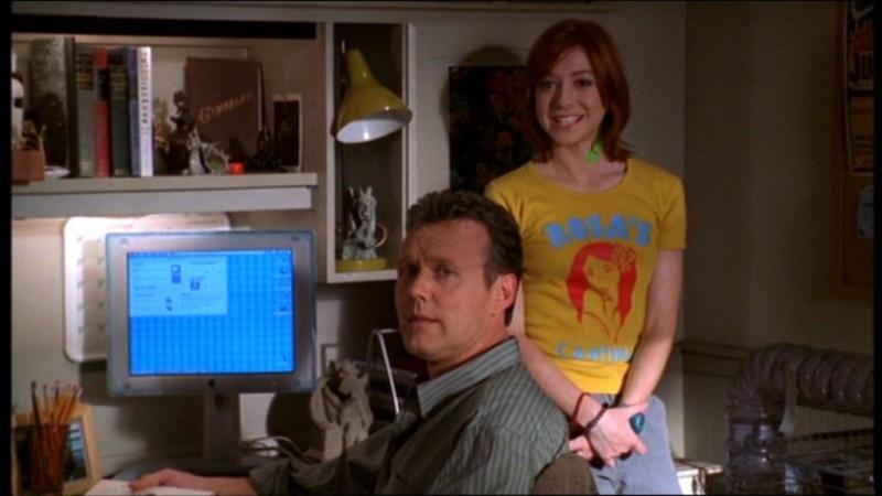 Anthony Head e Alyson Hannigan in una scena dell'episodio 'L'accecante luce del giorno' della quarta stagione di Buffy - L'ammazzavampiri