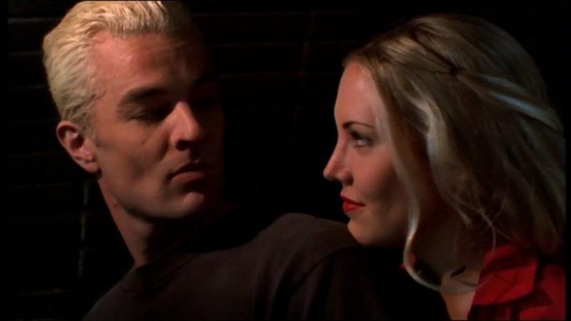 James Marsters e Mercedes McNab in una scena dell'episodio 'L'accecante luce del giorno' della quarta stagione di Buffy - L'ammazzavampiri