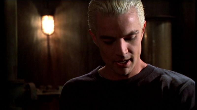 James Marsters in una scena dell'episodio 'L'accecante luce del giorno' della quarta stagione di Buffy - L'ammazzavampiri