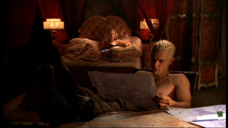 Mercedes McNab e James Marsters Mercedes McNab in una scena dell'episodio 'L'accecante luce del giorno' della quarta stagione di Buffy - L'ammazzavampiri