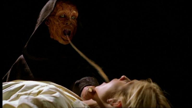 Sarah Michelle Gellar a mal partito nell'episodio 'Fuga dall'oltretomba' della quarta stagione di Buffy - L'ammazzavampiri