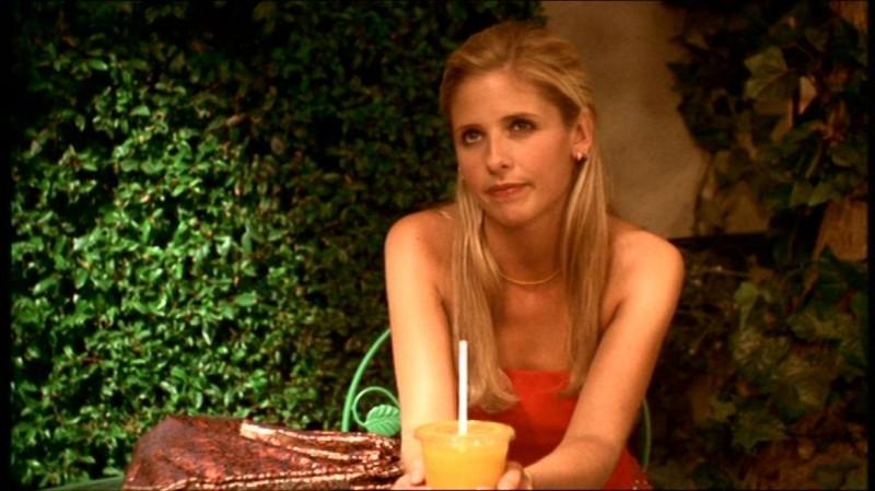 Sarah Michelle Gellar in una scena dell'episodio 'Fuga dall'oltretomba' della quarta stagione di Buffy - L'ammazzavampiri