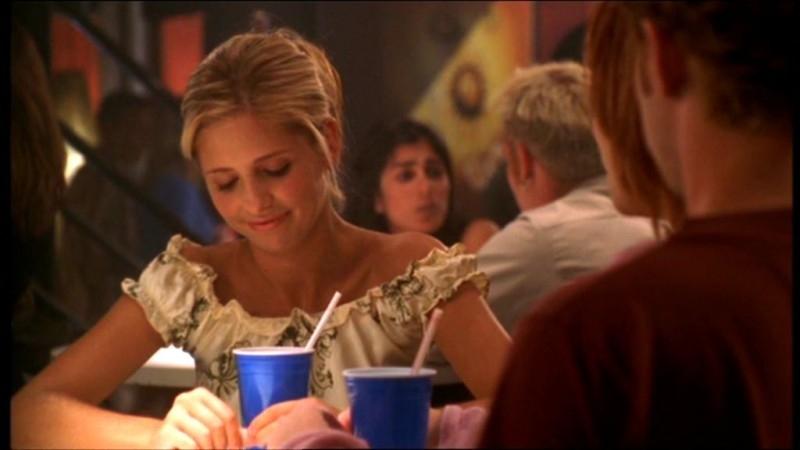 Sarah Michelle Gellar in una scena dell'episodio 'L'accecante luce del giorno' della quarta stagione di Buffy - L'ammazzavampiri