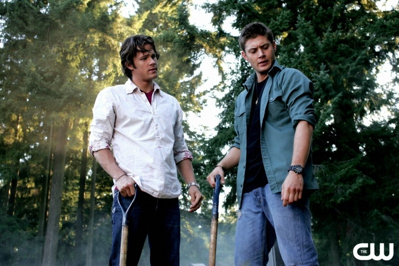 Padalecki e Ackles nell'episodio 'Children shouldn't play with dead things' della serie Supernatural