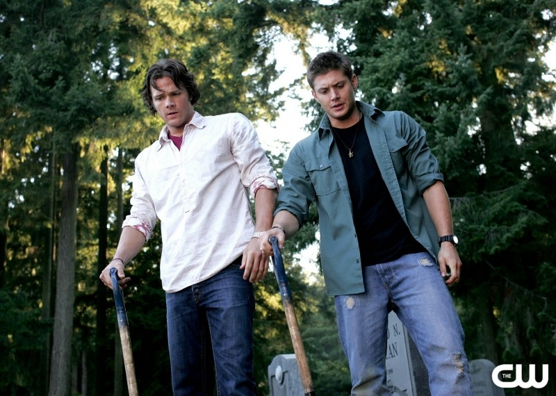 Jared Padalecki e Jensen Ackles nell'episodio 'Children shouldn't play with dead things' della serie Supernatural