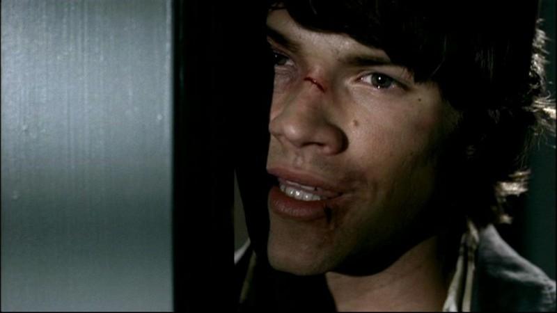 Jared Padalecki è Sam Winchester in 'Tra la vita e la morte', episodio della seconda stagione di Supernatural