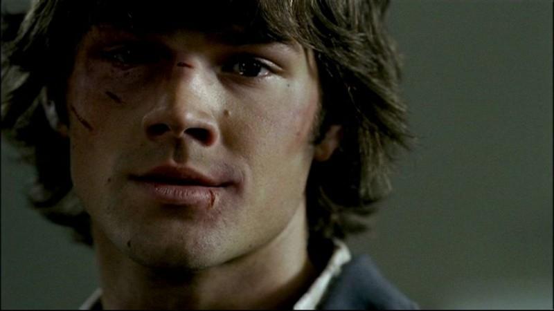 Jared Padalecki, mentre interpreta Sam Winchester in 'Tra la vita e la morte', puntata della serie televisiva Supernatural