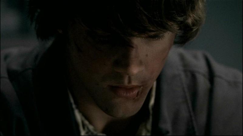 Jared Padalecki, mentre interpreta Sam nella puntata 'Tra la vita e la morte', del telefilm Supernatural
