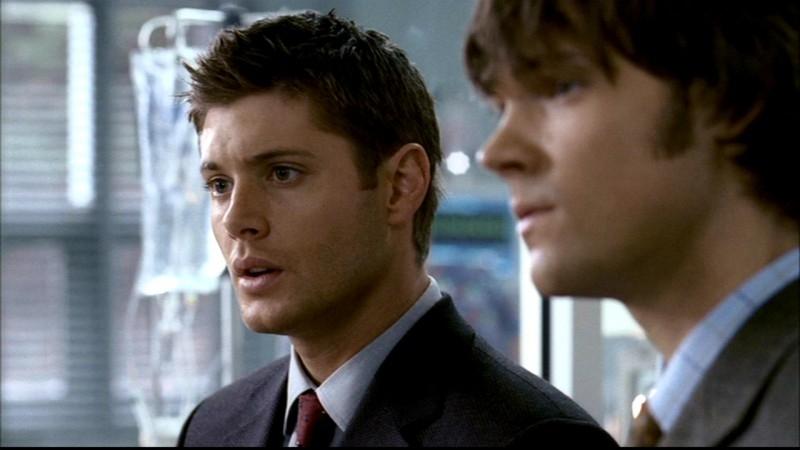Jensen Ackles e Jared Padalecki si fanno passare per dottori del Centro Malattie Infettive nell'episodio 'Qualcosa di stregato' di Supernatural