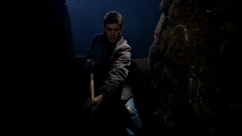 Jensen Ackles impegnato è Dean Winchester, nell'episodio 'Il quadro maledetto' di Supernatural