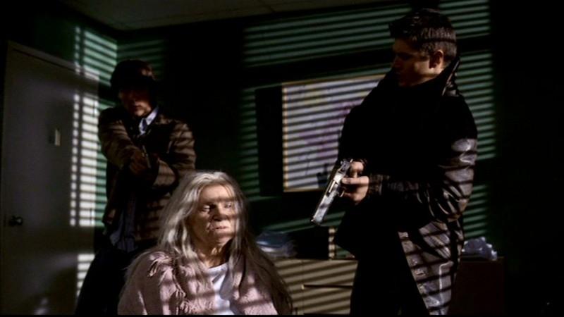 Jensen Ackles, Jared Padalecki e Mary Black nell'episodio 'Qualcosa di stregato' di Supernatural