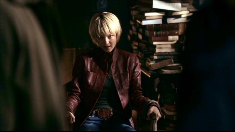Nicki Lynn Aycox, durante la scena dell'esorcismo nell'episodio 'La trappola del diavolo' di Supernatural