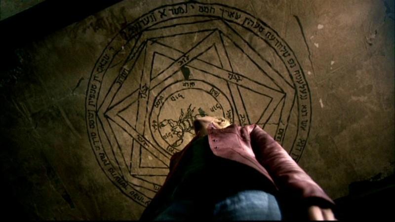 Nicki Lynn Aycox, intrappolata in un sigillo magico, nell'episodio 'La trappola del diavolo' di Supernatural