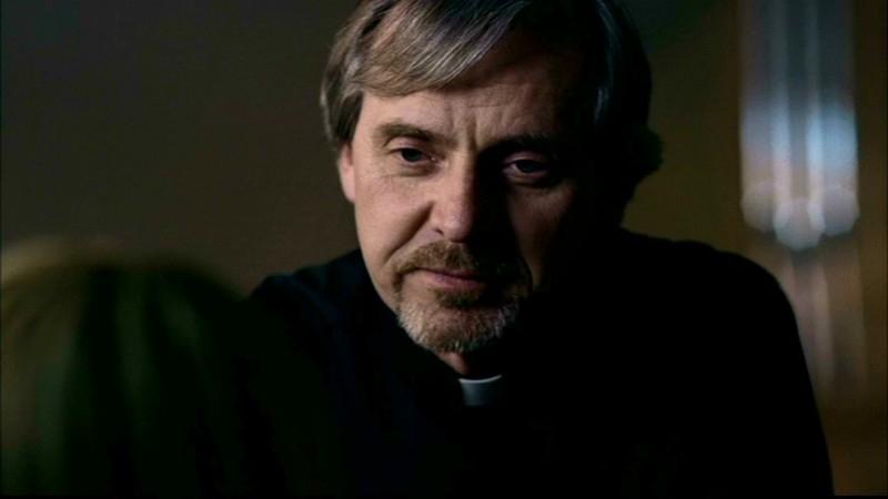 Richard Sali nei panni di Jim Murphy, un sacerdote cacciatore amico dei Winchester nell'episodio 'Salvation' di Supernatural