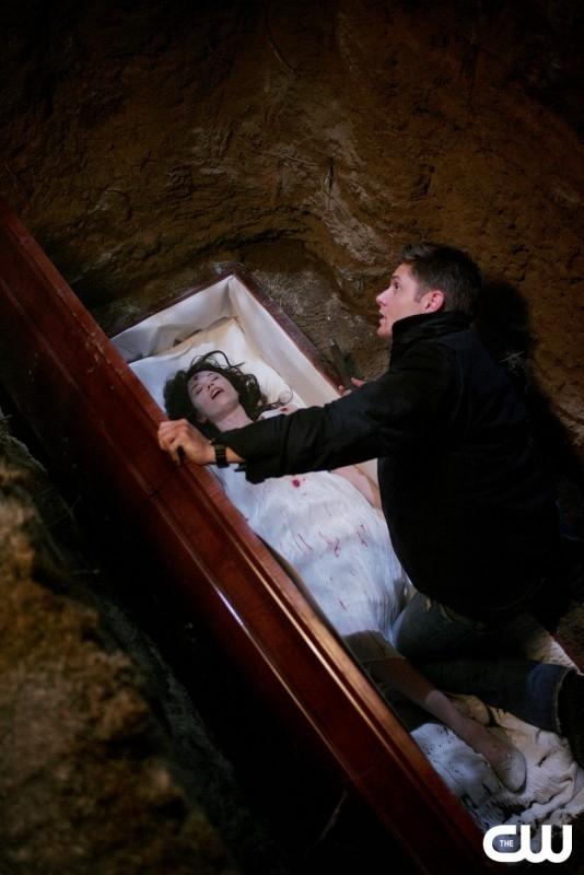 Tamara Feldman e Jensen Ackles nell'episodio 'Children shouldn't play with dead things' di Supernatural