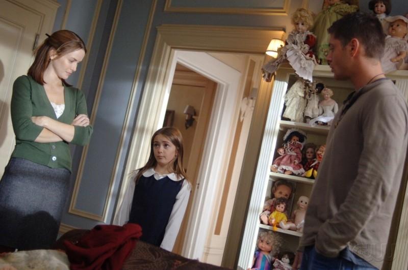 Annie Wersching, Conchita Campbell e Jensen Ackles nell'episodio 'Playthings' della serie Supernatural