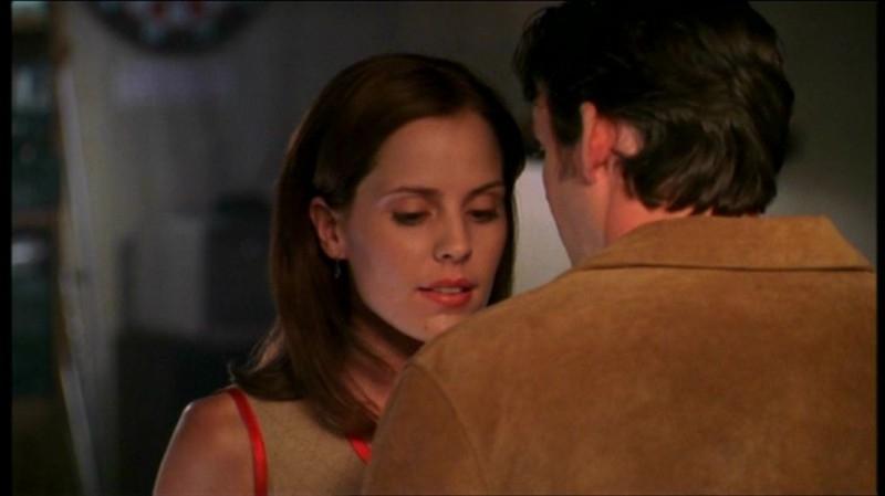 Emma Caulfield e Nicholas Brendon in una scena dell'episodio 'Il sapore del terrore' della quarta stagione di Buffy - L'ammazzavampiri