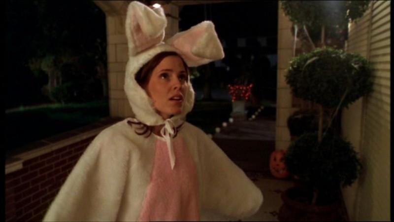Emma Caulfield in una scena dell'episodio 'Il sapore del terrore' della quarta stagione di Buffy - L'ammazzavampiri