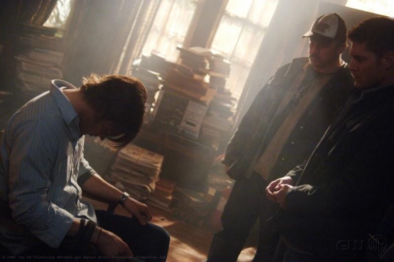 Jared Padalecki, Jensen Ackles e Jim Beaver , nell'episodio 'Born under a bad sign' della serie tv Supernatural
