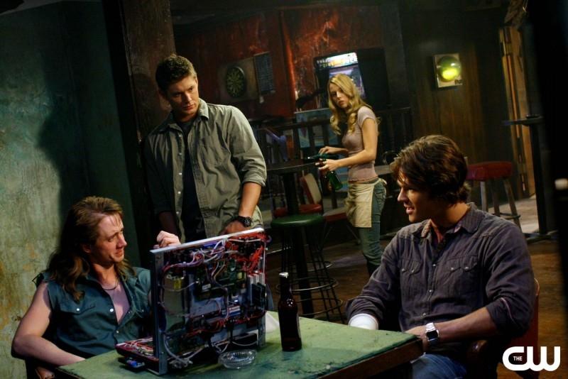 Jensen Ackles, Alona Tal, Jared Padalecki e Chad Lindberg nell'episodio 'Simon said' della serie tv Supernatural