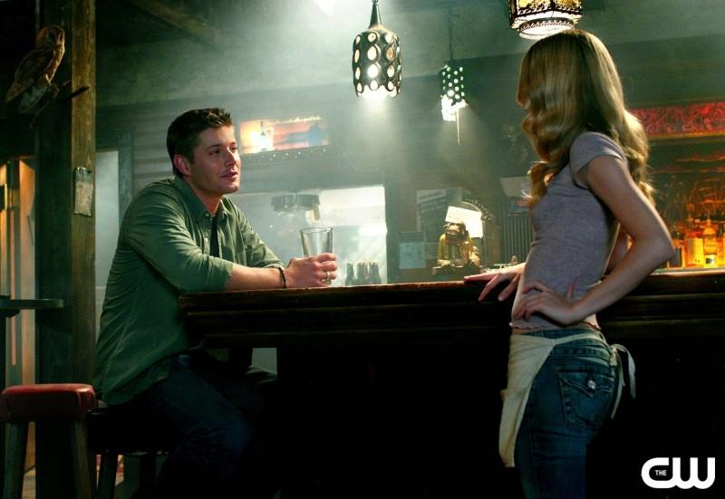 Jensen Ackles e Alona Tal nell'episodio 'Simon said' della serie tv Supernatural (stagione 2)