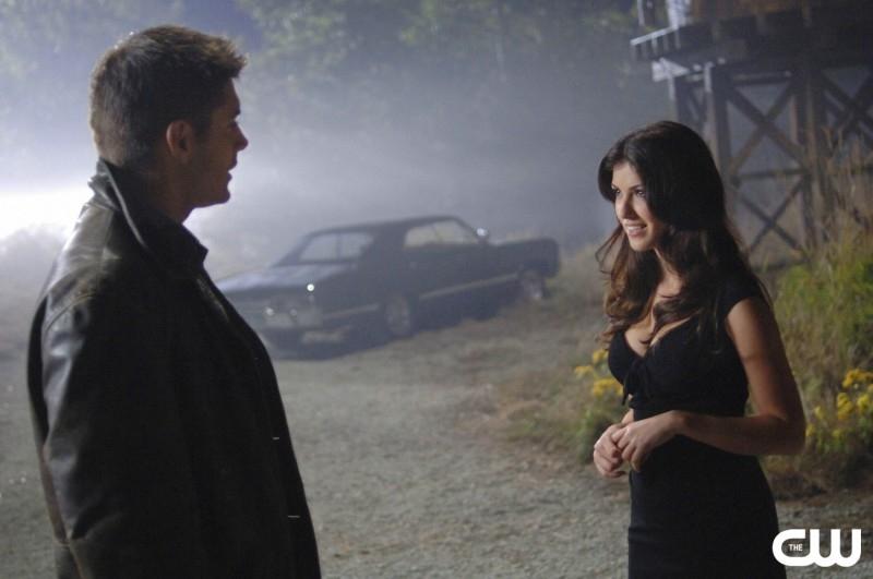 Jensen Ackles e e la demone Christie Laing nell'episodio 'Crossroad Blues' della serie Supernatural