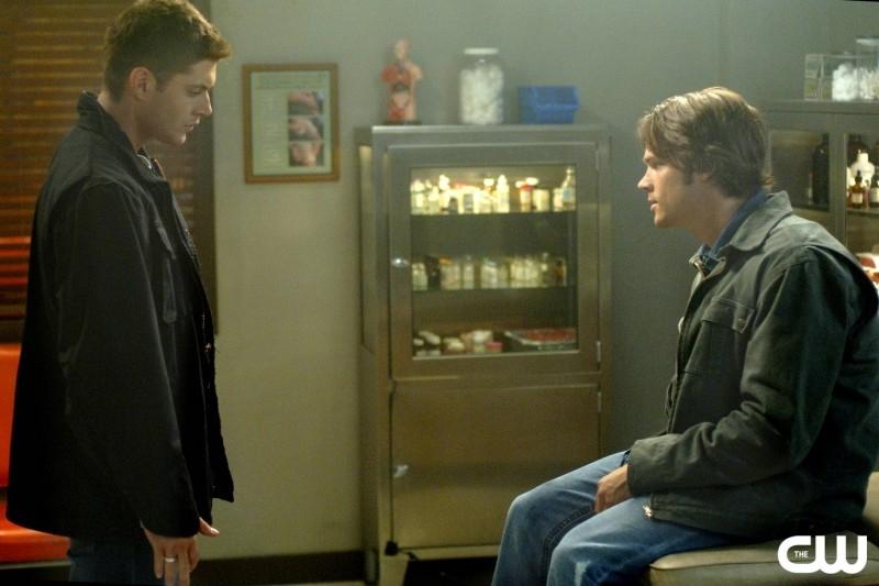Jensen Ackles e Jared Padalecki nella puntata 'Croatoan' della serie Supernatural