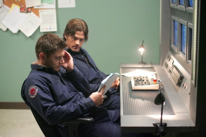 Jensen Ackles e Jared Padalecki sono i fratelli Winchester nell'episodio 'Nightshifter' della serie tv Supernatural