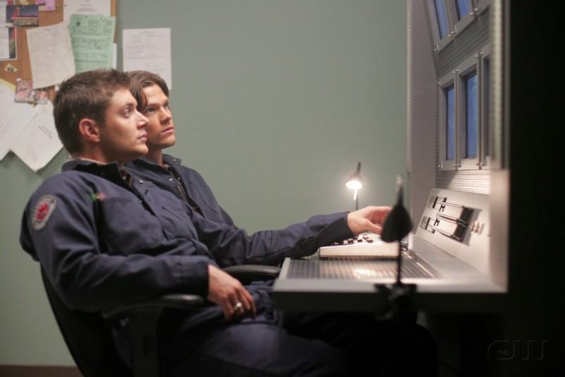 Jensen Ackles con Jared Padalecki nell'episodio 'Nightshifter' della serie tv Supernatural