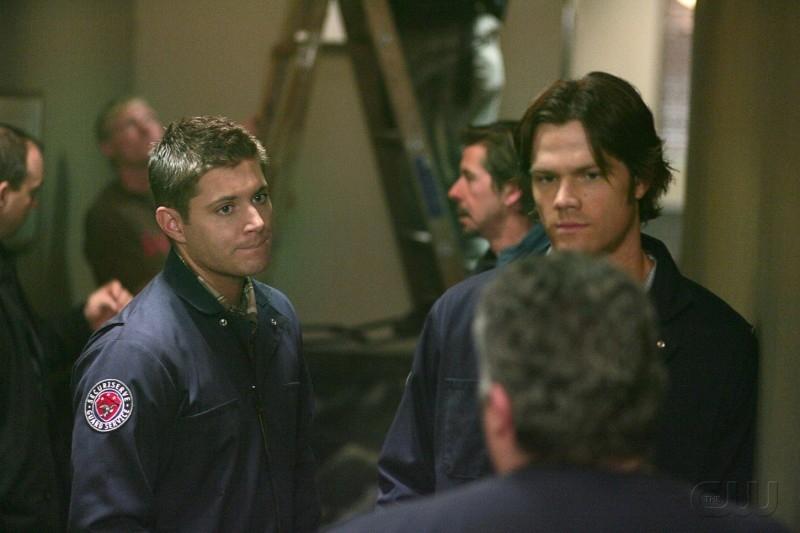 Jensen Ackles e Jared Padalecki sul set dell'episodio 'Nightshifter' della serie tv Supernatural