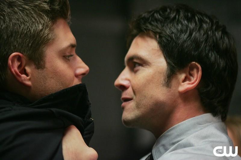 Jensen Ackles con Jason Gedrick nell'episodio 'The usual suspects' della serie tv Supernatural