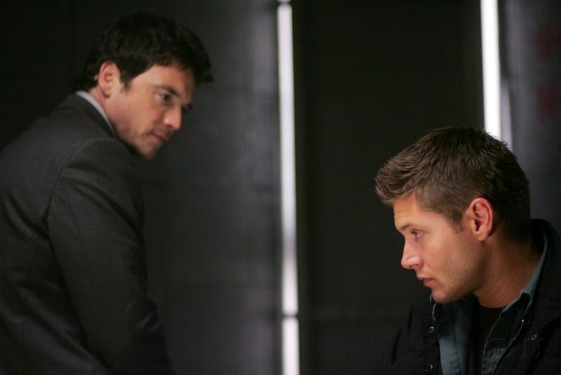 Jensen Ackles e Jason Gedrick nell'episodio I soliti sospetti della serie tv Supernatural