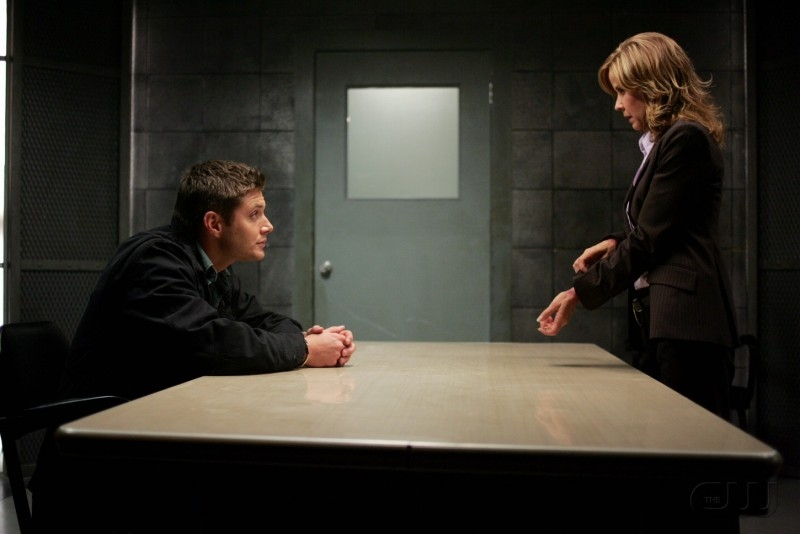 Jensen Ackles e Linda Blair  nell'episodio 'The usual suspects' della serie tv Supernatural