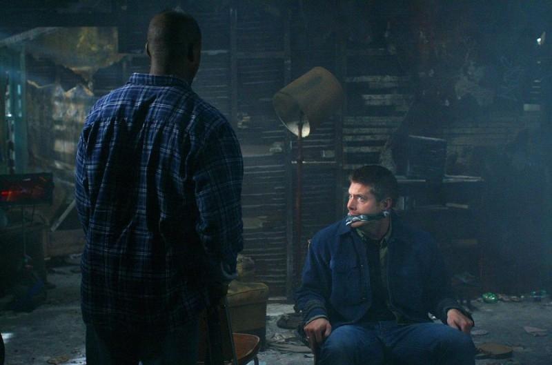 Jensen Ackles e Sterling K. Brown nell'episodio 'Hunted' della serie tv Supernatural