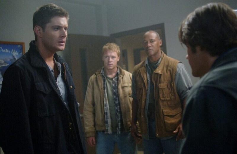 Jensen Ackles, Jared Padalecki, Bobby Hosea e Diego Klattenhoff nell'episodio 'Croatoan' della serie Supernatural