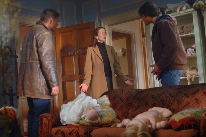 Jensen Ackles, Jared Padalecki e Annie Wersching nell'episodio 'Playthings' della serie Supernatural