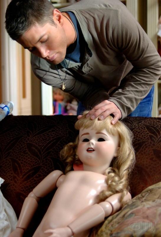 Jensen Ackles sul set dell'episodio 'La casa delle bambole' della serie Supernatural