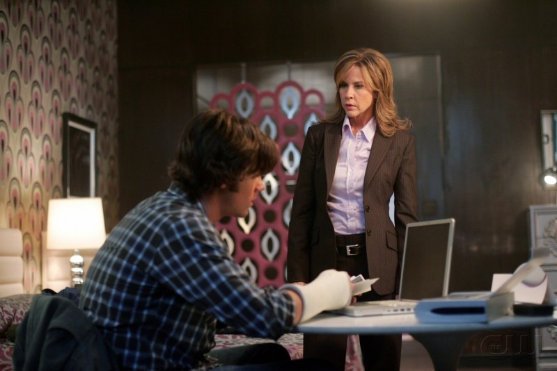 Linda Blair e Jared Padalecki nell'episodio 'The usual suspects' della serie tv Supernatural