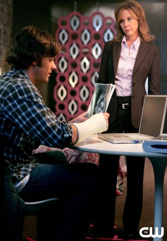 Linda Blair accanto a Jared Padalecki nell'episodio 'The usual suspects' della serie tv Supernatural