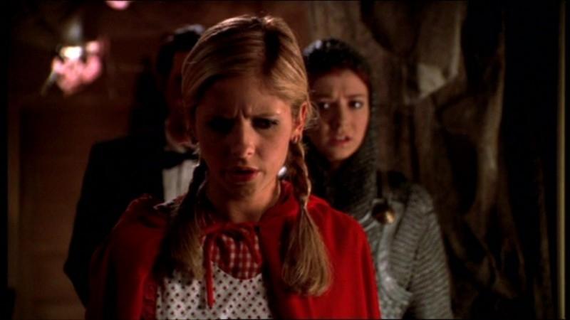 Sarah Michelle Gellar e Alyson Hannigan in una scena dell'episodio 'Il sapore del terrore' della quarta stagione di Buffy - L'ammazzavampiri