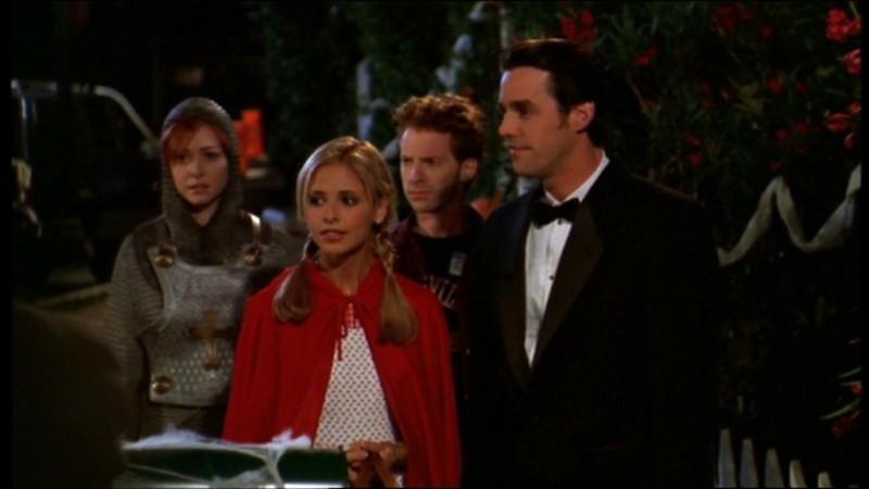 Seth Green, Sarah Michelle Gellar, Nicholas Brendon e Alyson Hannigan in una scena dell'episodio 'Il sapore del terrore' della quarta stagione di Buffy - L'ammazzavampiri