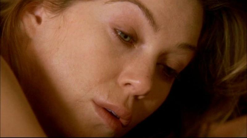 Ellen Pompeo è Meredith Grey, nel primo episodio della serie tv Grey's Anatomy: 'Quando il gioco si fa duro'