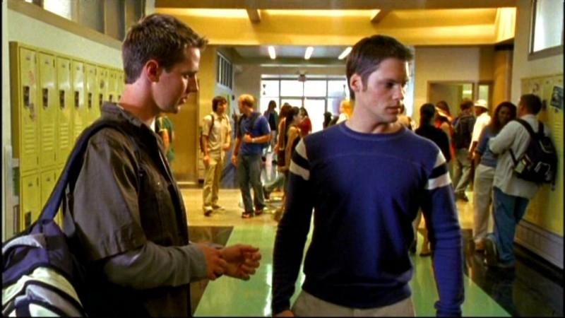 Jason Dohring e Teddy Dunn in una scena dell'episodio 'Julia e John' della prima stagione di 'Veronica Mars'