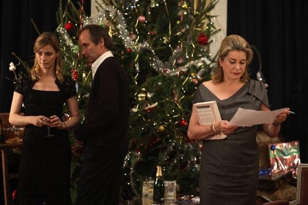 Anne Consigny, Hippolyte Girardot e Catherine Deneuve in una scena di Un conte de Noël