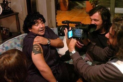 Diego Armando Maradona e il regista Emir Kusturica in una scena del documentario Maradona by Kusturica