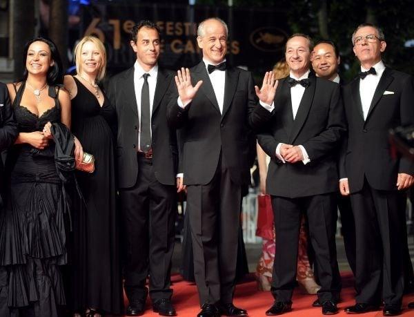 Il cast di Gomorra - tra cui il regista Garrone e i protagonisti Toni Servillo e Maria Nazionale - al 61esimo Festival di Cannes