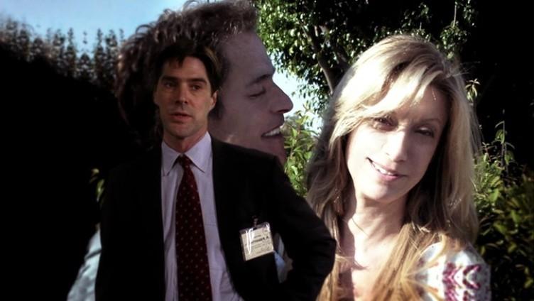 In primo piano Thomas Gibson, alle sue spalle Michael Massee e Jeanetta Arnette, nell'episodio 'Riding the Lightning' della serie Criminal Minds