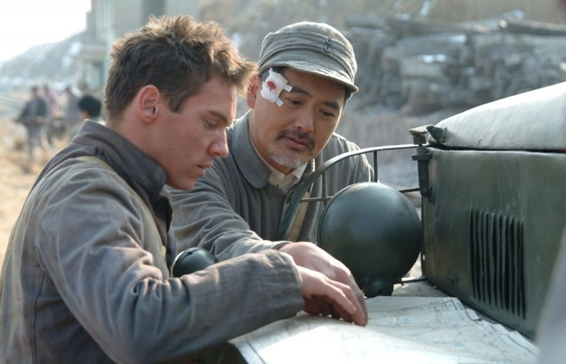 Jonathan Rhys Meyers e Chow Yun-Fat in una scena del film The Children of Huang Shi