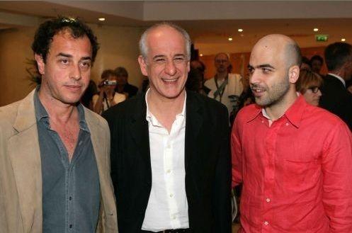 Cannes 2008: Roberto Saviano e Matteo Garrone, rispettivamente autore e regista di Gomorra, con l'attore Toni Servillo
